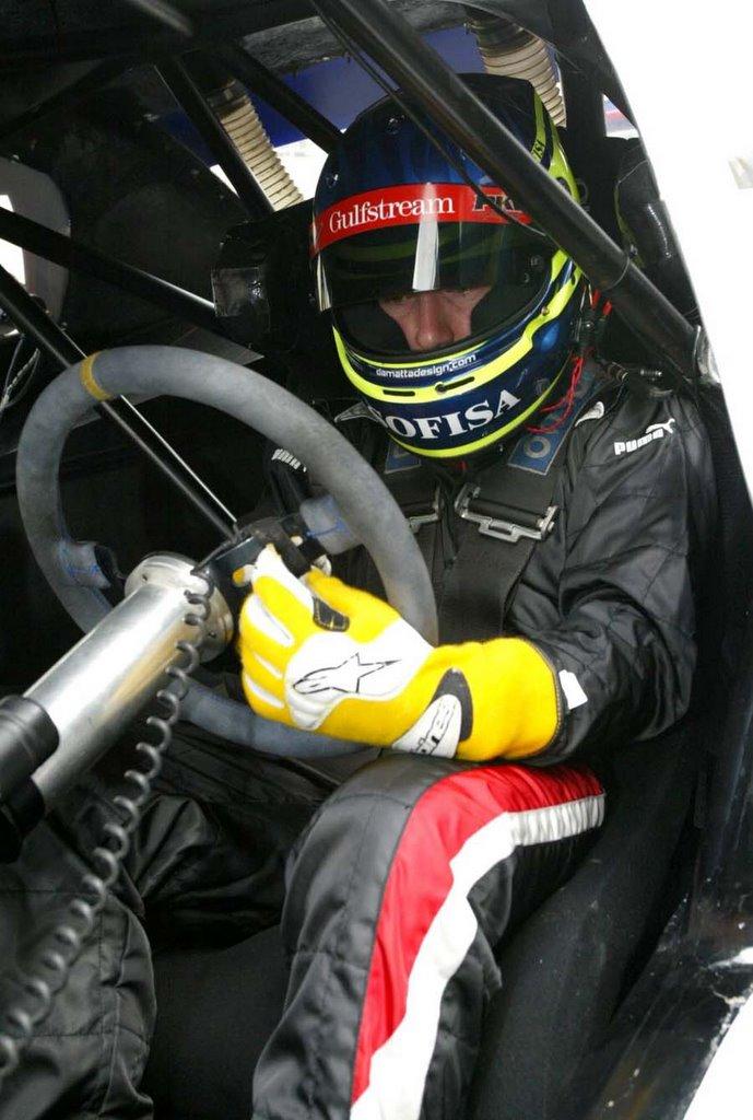 bf725974687af São Paulo - Dois dos maiores expoentes do automobilismo nacional testaram o  carro do Campeonato Brasileiro de Stock Car V8. Cristiano da Matta